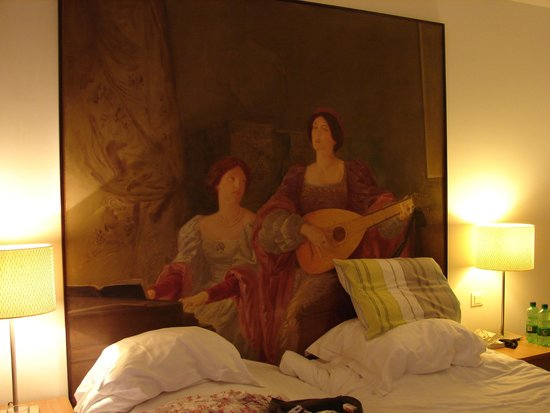 Hotellerie Le Chateau Fort: Classy room decor.