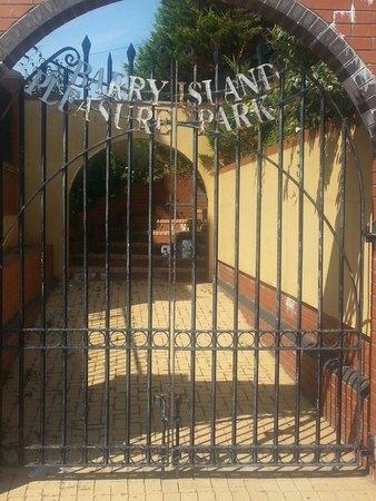 Barry Island Pleasure Park: Velcome to ze pleasure place