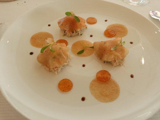 L'Assiette Champenoise : entrée prodigieuse à base de tourteau, navets et parfums exotiques