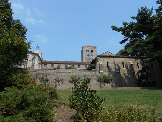 The Met Cloisters: Vista desde afuera