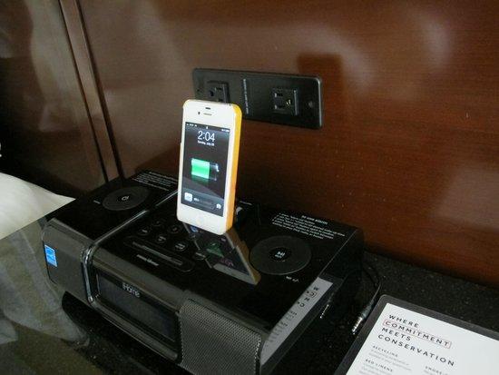 Chicago Marriott Naperville: The iPhone/iPod dock is convenient.