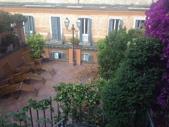 Hotel Mozart: La terrazza dell'hotel che da su via del Babuino