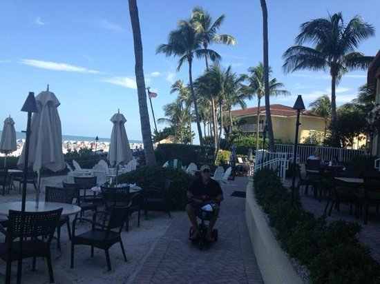 LaPlaya Beach & Golf Resort, A Noble House Resort: Outdoor dining patio on beach