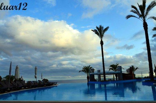 Pestana Promenade Ocean Resort Hotel: Piscina com vista para o mar.