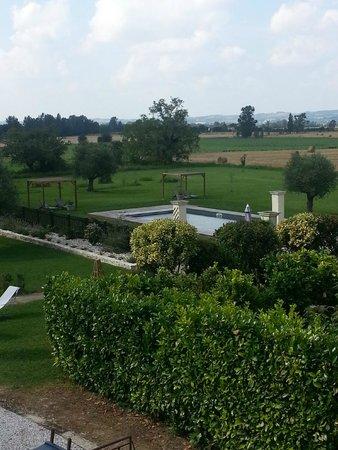 Hotel Le Pavillon du Chateau de Garrevaques : Vue piscine