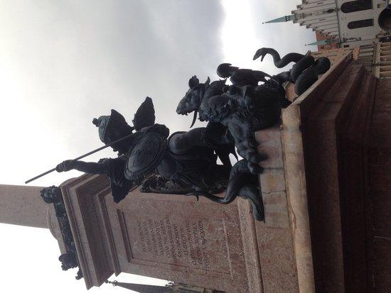 Marienplatz: Dragon