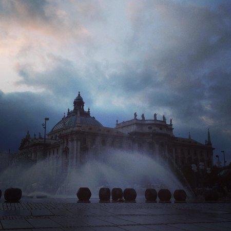 Marienplatz: Fountain