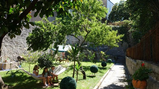 Pedra Iberica : Backyard