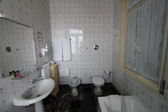 Castelo de Santa Catarina : Bathroom of the suite