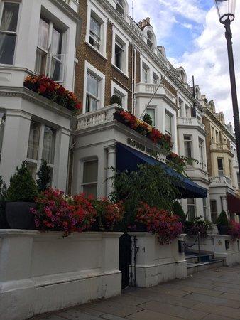 Oxford Hotel London: D'extérieur ça va...mais à l'intérieur bonjour l'horreur