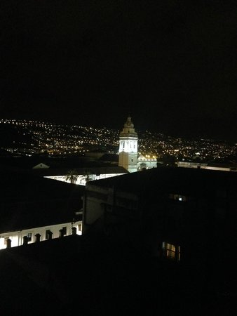 Hotel San Francisco de Quito: night time veiw from the top of the hotel