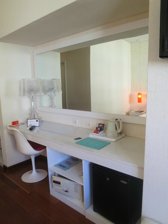Hotel Florida: Mirrors