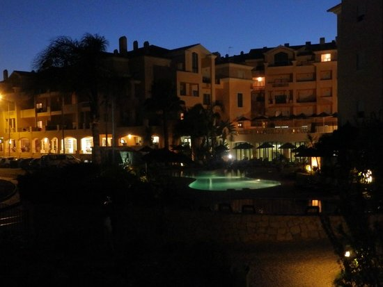 Estrela da Luz: Night time at the resort