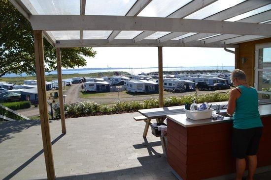 Humlum Fiskerleje & Camping: Flot udsigt fra den udendørs opvaskeplads