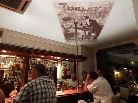 Danubius Hotel Gellert: At the bar with Swede Lars, David