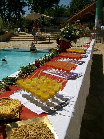 Le Mas de Saboth : cocktail pour soirée au bord de la piscine