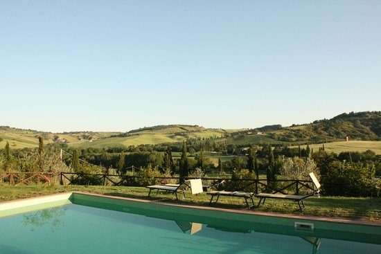 Agriturismo Podere Santa Maria : View from the pool