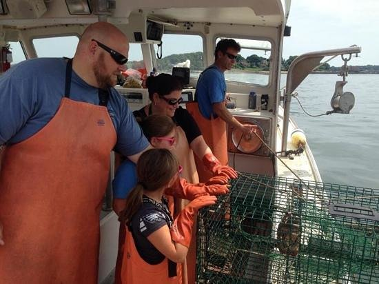 Lucky Catch Cruises: Setting back a Lobster Trap