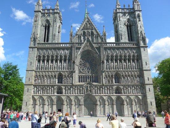 Cathédrale de Nidaros : Not Notre Dame But As Beautiful