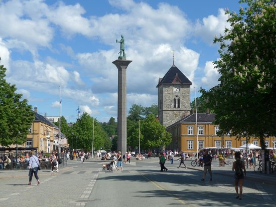 Cathédrale de Nidaros : St. Olaf Statue in Torvet Market Center