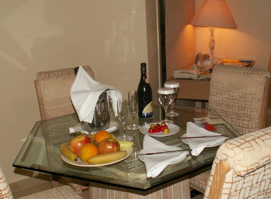Golden Bay Beach Hotel: A special treat in our suite.