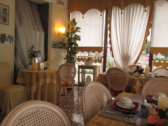 Riviera Hotel: Dreakfast room