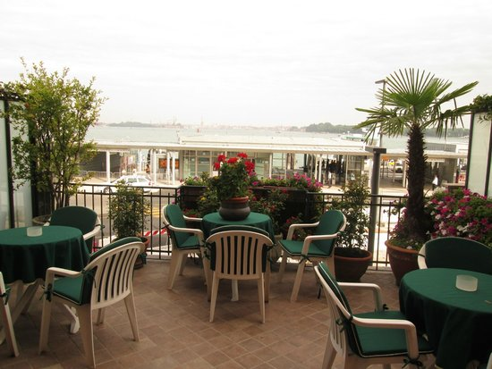 Riviera Hotel: Terrace on a first floor overlooking the voporetto station and San Marco
