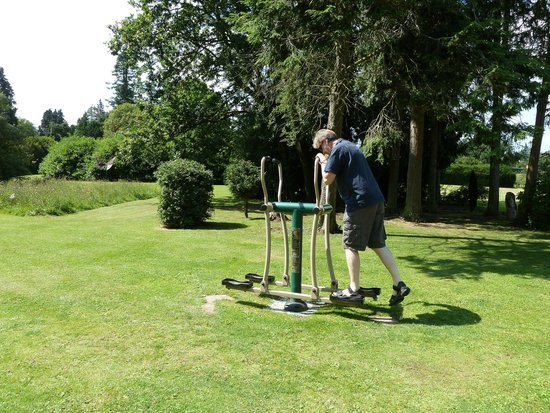 Warner Leisure Hotels Nidd Hall Hotel: Outdoor exercise equipment