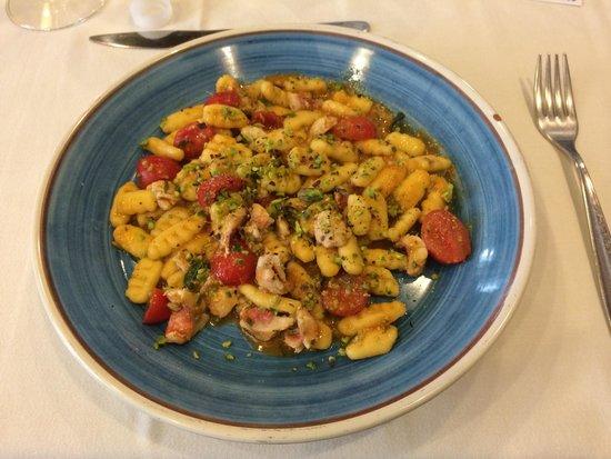 Sicilia in Tavola : Cavatelli con triglie e pachino...!
