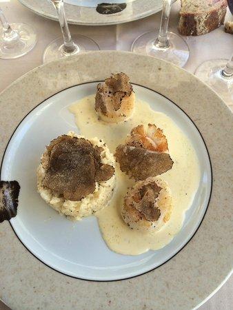 TERRES DE TRUFFES : Risotto à la truffe Tuber Aestivum façon caviar, accompagné de ses lamelles de truffes Tuber...