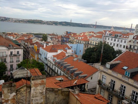 Bairro Alto Hotel: view of Lisbon from rooftop bar