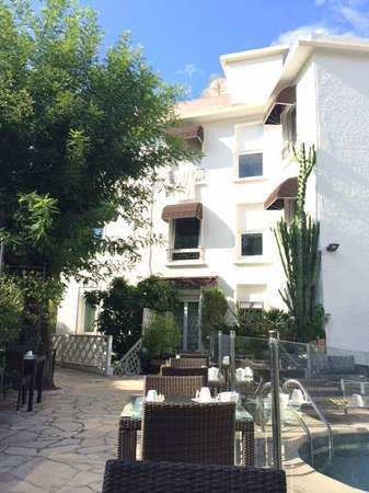 Hotel La Villa Cannes Croisette: Backside of hotel