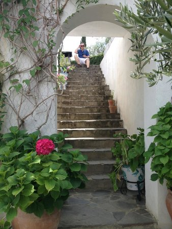 La Almunia del Valle : Stairway up to the patio