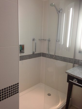 Hampton by Hilton Exeter Airport: Shower