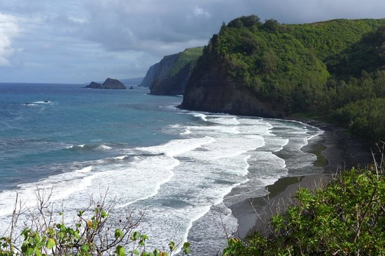 Pololu Valley Lookout: View from the trail as you descend