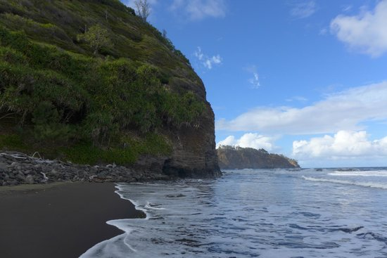 Pololu Valley Lookout: Contrasting green mountains