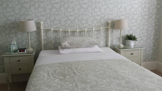 The Mayfair Guest House: The REALLY comfy bed - Room 7