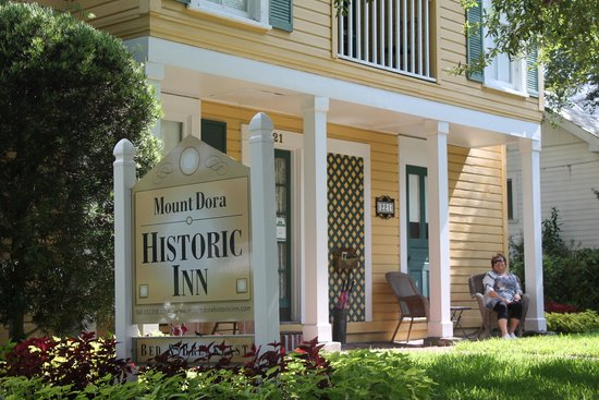 Mount Dora Historic Inn: Front Porch
