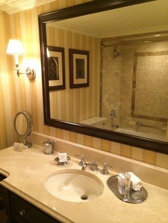 Washington Duke Inn & Golf Club: Bathroom