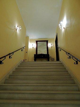 Villa del Poeta: scalone