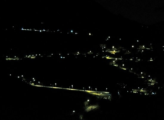 Villa del Poeta: notturno dalla finestra