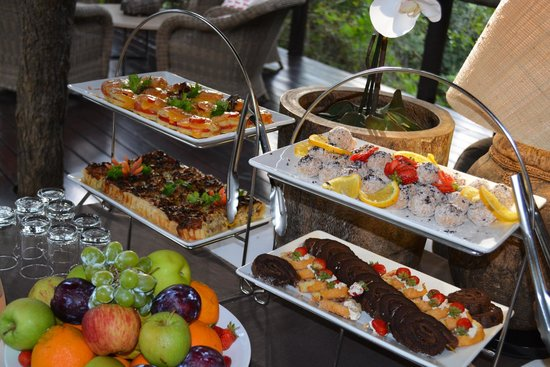 Kapama Buffalo Camp: Afternoon tea is served prior to safari