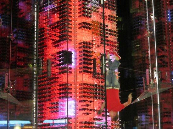 Radisson Blu Hotel, Zurich Airport: Attractive wine tower in the reception area