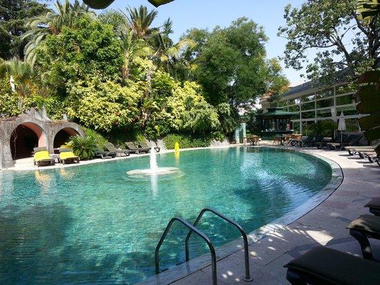 Pestana Palace Lisboa: La piscine cachée dans un sublîme jardin...
