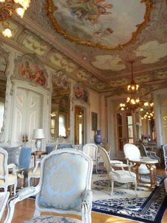 Pestana Palace Lisboa Hotel & National Monument : Un des salons....