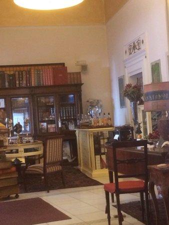 Il Principe Restaurant : La libreria con la cassa