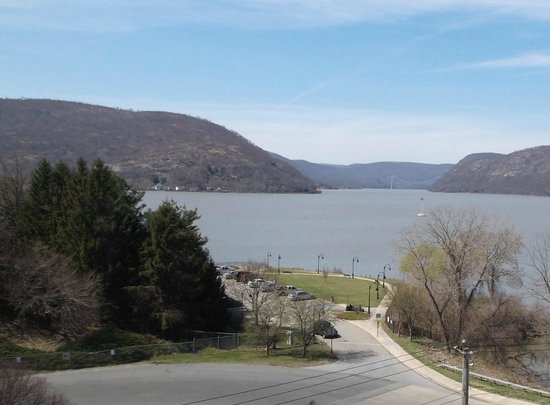 Holiday Inn Express Hotel & Suites Peekskill - Hudson Valley: View from my room window