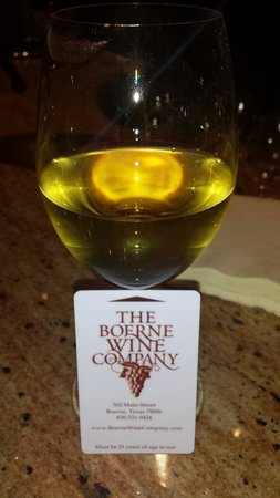 The Boerne Wine Company : Glass of Muscat and the card used to get wine