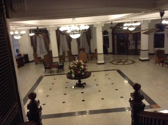 Queen's Hotel : ロビー