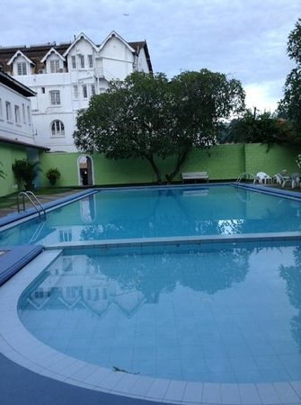Queens Hotel Kandy : プール